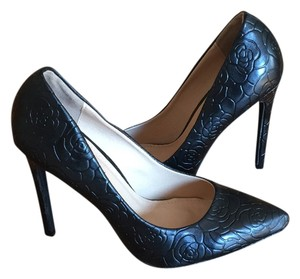 Liliana Black Pumps