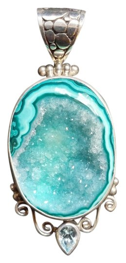 Preload https://img-static.tradesy.com/item/984585/turquoise-druzy-quartz-pendant-necklace-0-0-540-540.jpg