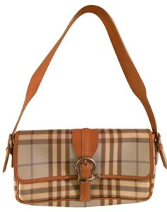 8f4d9c559fc5 Burberry Bags and Purses on Sale - Up to 70% off at Tradesy (Page 6)