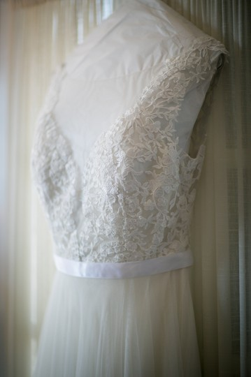 Watters Ivory (All Ivory) Lace Tulle Marnie Style 14715 Feminine Wedding Dress Size 4 (S)