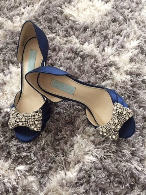 Item - Navy Blue By Gown Pumps Size US 7 Regular (M, B)