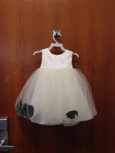 White with Black Petals Bridesmaid/Mob Dress Size OS (one size)