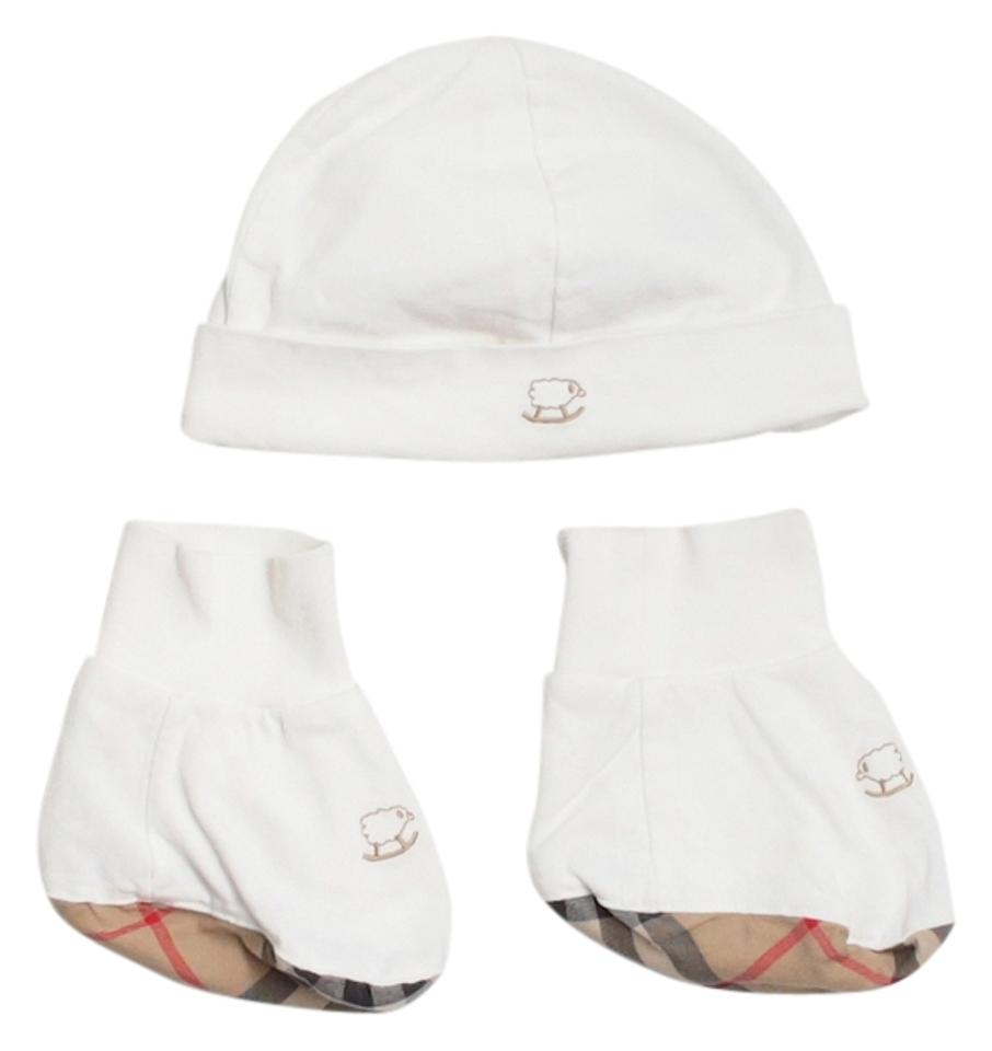 4fb9836ceb2 Burberry BURBERRY BABY BEANIE AND BOOTIE SET Image 0
