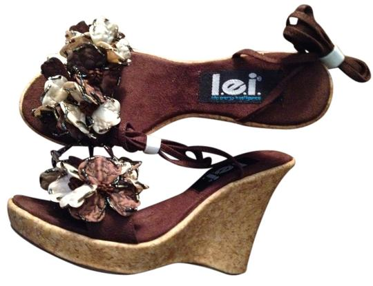 Preload https://item1.tradesy.com/images/lei-brown-swann-wedges-size-us-6-985575-0-0.jpg?width=440&height=440