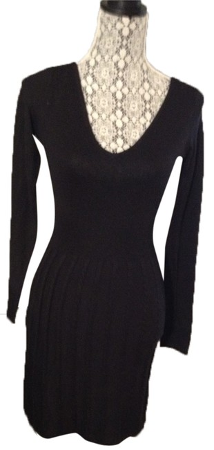 Preload https://img-static.tradesy.com/item/9856951/h-and-m-black-v-neck-knit-sweaterdress-above-knee-workoffice-dress-size-4-s-0-1-650-650.jpg