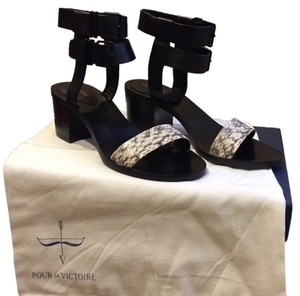 Pour La Victoire Black and white Sandals