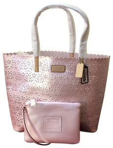 Coach Satchel Shoulder Shell Wristlet Beach Leather Eyelet Metro Beach Summer Pastel Baby Diaper Baby Diaper Tote in Pink