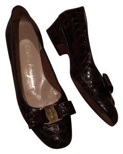 Ferragamo briwn alligator print shoes. Size 6 1/2 B. See pictures for wear Flats