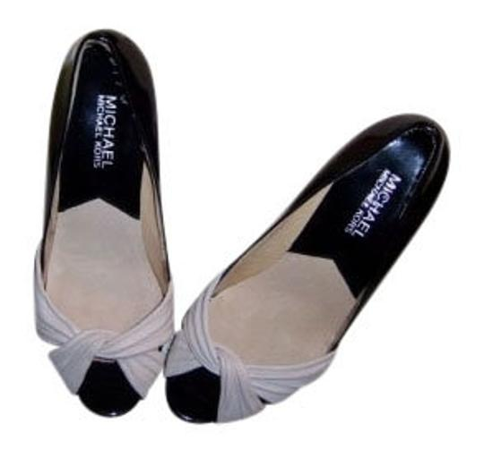 Michael Kors Gaby Style# 4058gaxp1l Black and Cream Pumps