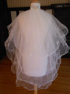 Fingertip Bridal Veil