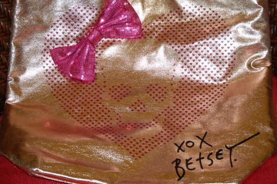Betsey Johnson Overnight Carry On Tote in pink/metallic gold