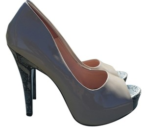 Jessica Simpson Biege Pumps