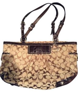 Coach Classic Signature Tote in Brown Signature