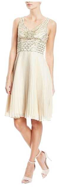 Preload https://img-static.tradesy.com/item/9903481/sue-wong-champagne-embellished-pleated-knee-length-cocktail-dress-size-4-s-0-1-650-650.jpg