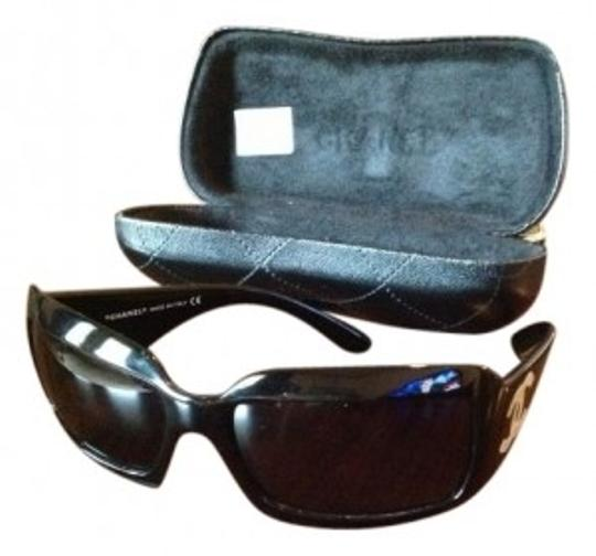 Preload https://item5.tradesy.com/images/chanel-black-mother-of-pearl-cc-logo-sunglasses-9914-0-0.jpg?width=440&height=440