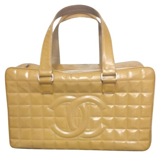 Preload https://img-static.tradesy.com/item/9916072/chanel-style-in-photo-yellow-patent-leather-satchel-0-2-540-540.jpg