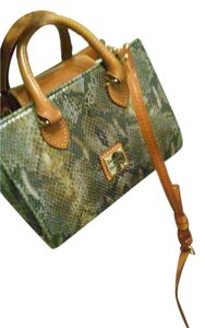 Dooney & Bourke Light Weight Timeless Style Cross Body Bag