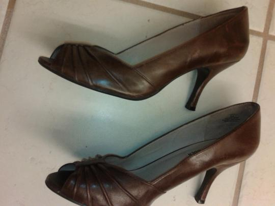 Steve Madden Peep Toe brown Pumps