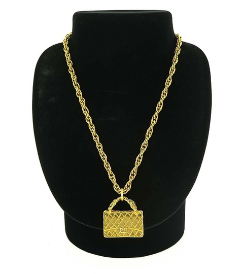 Chanel Authentic VTG CHANEL Goldtone Chain Necklace with Quilted Bag Pendant