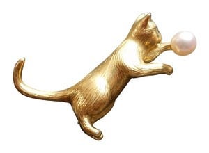 Tiffany & Co. Tiffany Cat brooch/pendant in 18k gold with cultured pearl