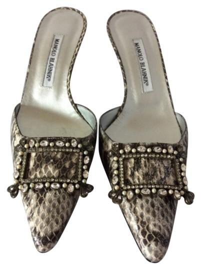 Preload https://img-static.tradesy.com/item/9937003/manolo-blahnik-mama-pumps-size-us-10-regular-m-b-0-1-540-540.jpg