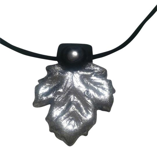 Preload https://img-static.tradesy.com/item/993769/silver-leaf-stamped-clay-pendant-necklace-0-0-540-540.jpg