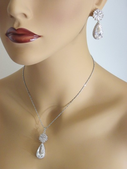 White Flower Ultra Big Pear Cut Swiss Cubic Zirconia Drop Earrings and Necklace Jewelry Set