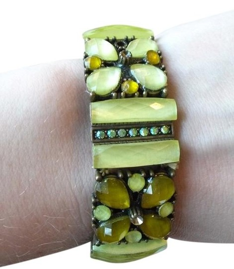 Preload https://item2.tradesy.com/images/other-beautiful-jade-green-bracelet-994276-0-0.jpg?width=440&height=440