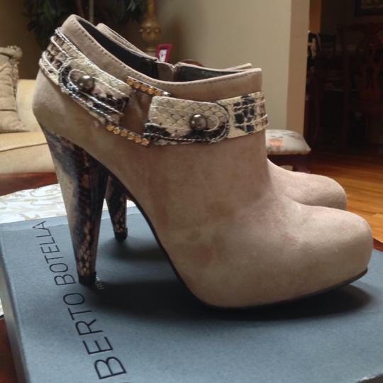 Roberto Botella Suede Snake Print Accent Rhinestone Stud Accents Size 6 Sand Boots