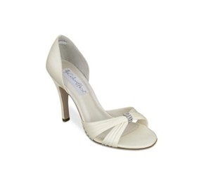 Coloriffics Ivory Desire From Sandals Size US 7.5 Regular (M, B)