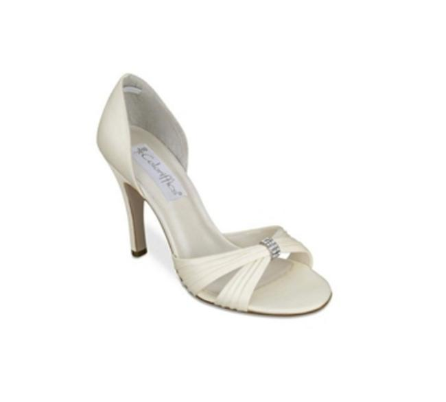Item - Ivory Desire From Sandals Size US 7.5 Regular (M, B)