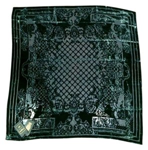 Balmain x H&M New with tags BALMAIN X H&M GREEN VELVET SCARF