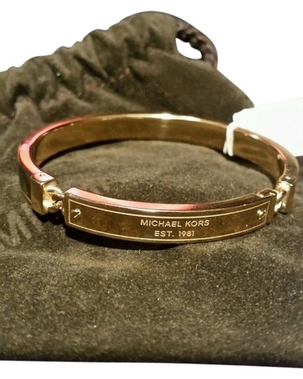 Preload https://img-static.tradesy.com/item/9961066/michael-kors-gold-tone-heritage-plaque-tortoise-hinged-bangle-new-with-tag-and-pouch-bracelet-0-1-540-540.jpg