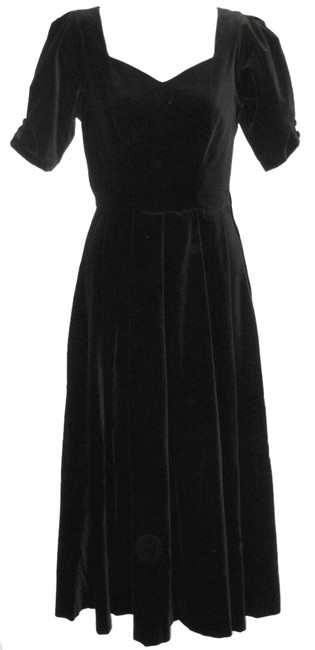 Preload https://img-static.tradesy.com/item/9961402/laura-ashley-black-vintage-velvet-party-mid-length-cocktail-dress-size-4-s-0-1-650-650.jpg