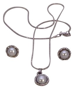 Boutique New Silver Gray Faux Pearl Necklace, Pendant & Earrings Set