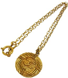Chanel AUTHENTIC CHANEL VINTAGE CC LOGOS GOLD CHAIN MEDALLION PENDANT NECKLACE