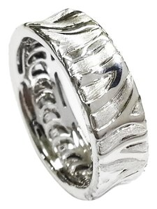Roberto Coin 18 Karat White Gold Ring With Engraved Zebra pattern