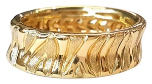 Roberto Coin 18 Karat Yellow Gold Ring With Engraved Zebra pattern