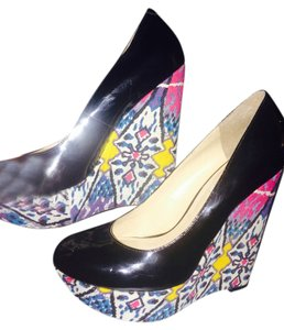 Steve Madden Pumps black patten leather with fuscia blue and yellow in the heel Wedges