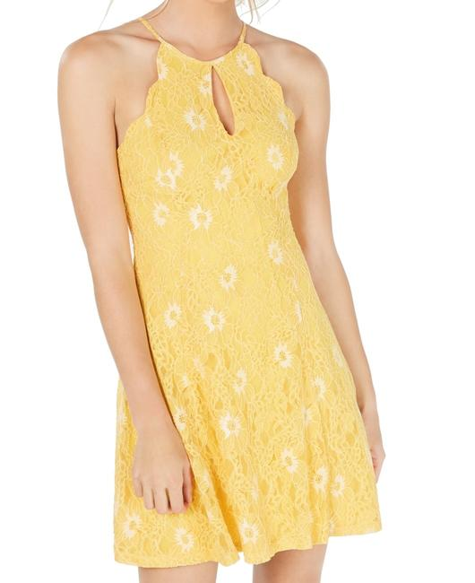 Item - Junior's Yellow Size Small S A-line Lace Formal Dress