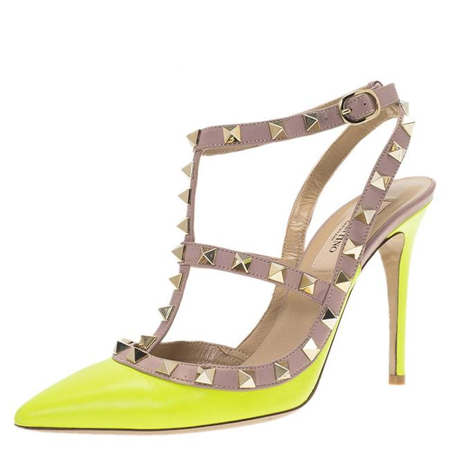 Item - Neon Yellow and Beige Leather Rockstud Size 36.5 Sandals