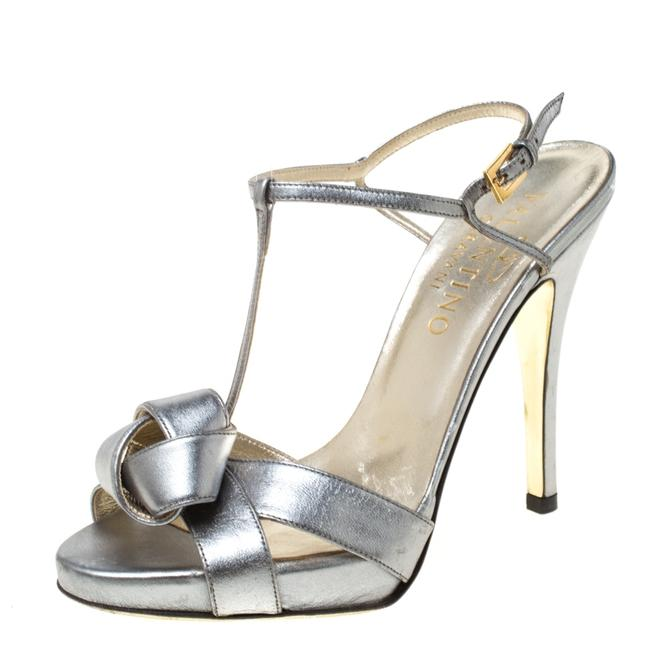 Item - Metallic Silver Leather Knotted T-strap Size 36.5 Sandals