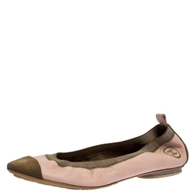 Item - Pink Leather and Beige Suede Scrunch Cc Cap Toe Ballet Size 40 Flats