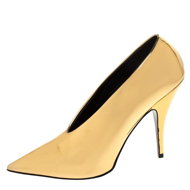 Item - Metallic Gold Faux Patent Leather V Neck Pointed Size 38 Pumps
