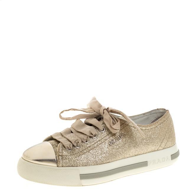Item - Gold Glitter and Leather Cap Toe Low Top Sneakers Size 36 Athletic
