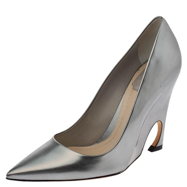 Item - Metallic Grey Leather Pointed Size 39 Pumps