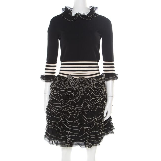 Item - Monochrome Knit Ruffle Detail Top and Mini Skirt Set S/M