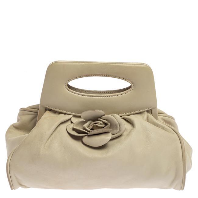 Item - White Leather Camellia Frame Clutch