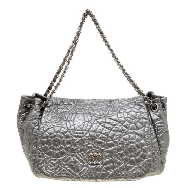 Item - Classic Flap Silver Patent Vinyl Graphic Edge Shoulder Bag