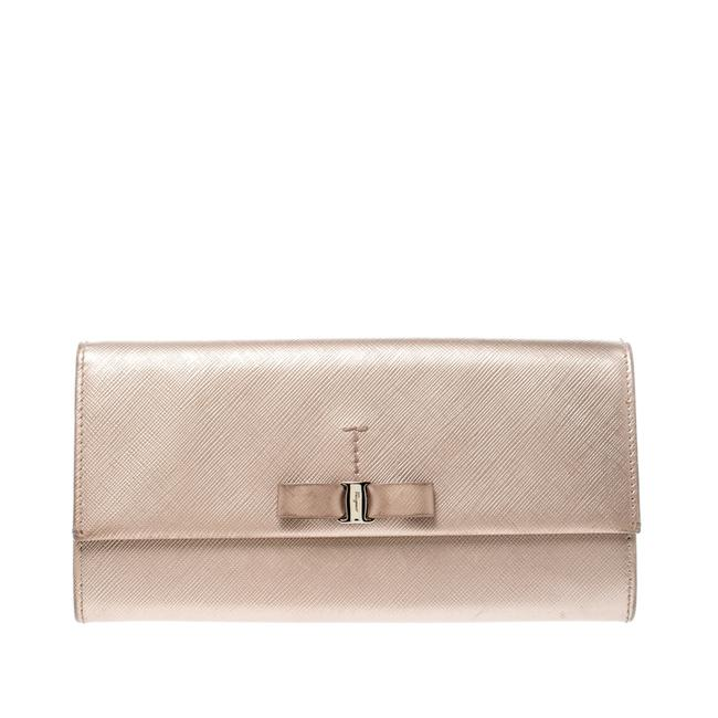 Item - Beige Metallic Leather Bow Continental Wallet